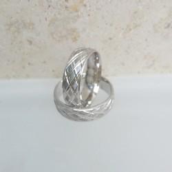 Ezüst rombusz mintás karikagyűrű pár