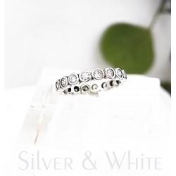 Körbe köves ezüst és cirkónia gyűrű